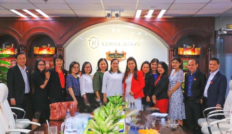 Bà Đỗ Thị Thu Thảo - Phó chủ tịch Hội Liên hiệp Phụ nữ Việt Nam cùng CEO King Coffee Lê Hoàng Diệp Thảo bàn về việc triển khai dự án Women Can Do nằm trong đề án quốc gia Hỗ trợ phụ nữ khởi nghiệp giai đoạn 2017-2025. Ảnh: King Coffee.