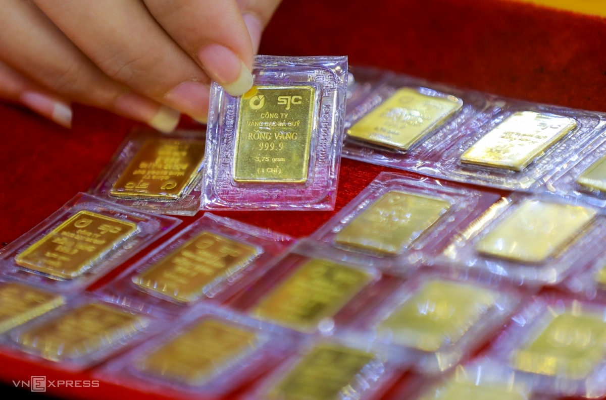Vàng miếng trưng bày tại một cửa hàng ở quận Bình Thạnh. Ảnh: Quỳnh Trần.