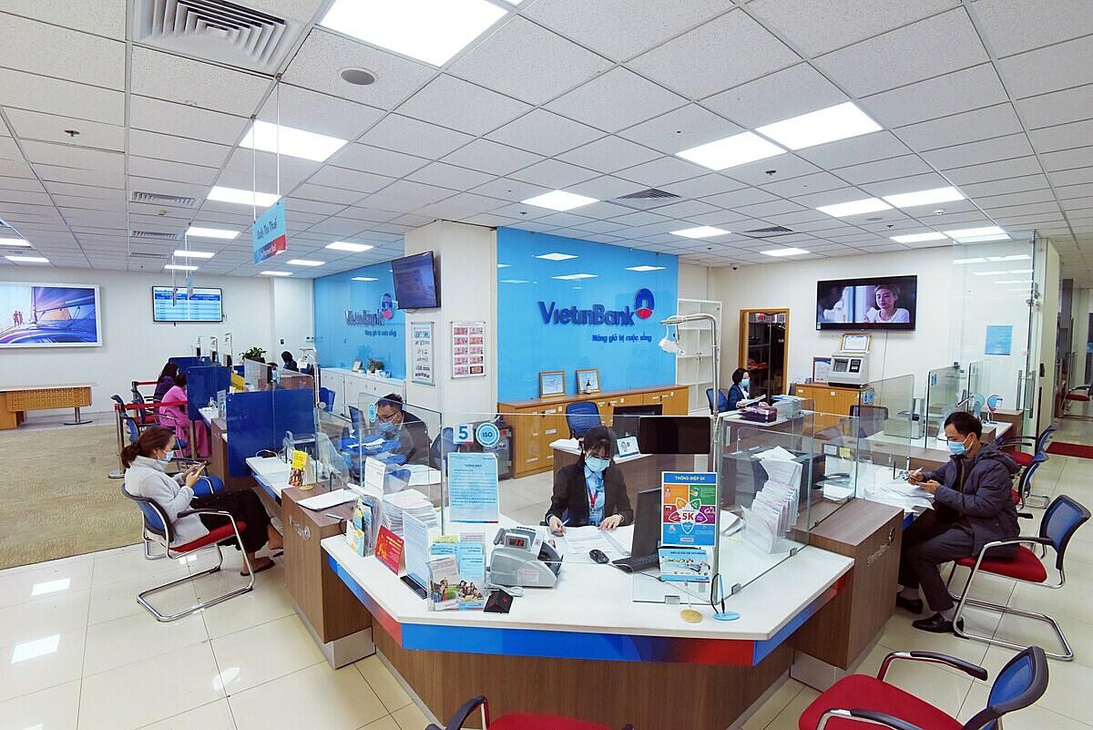 Khách hàng thỏa sức chi tiêu với thẻ VietinBank i-Zero mà không phải lo tới lãi suất.