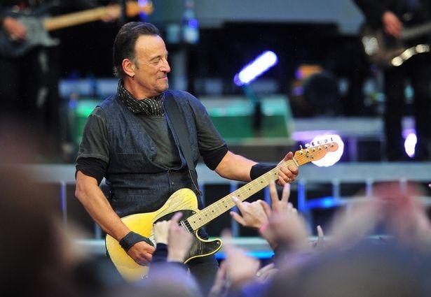 Bruce Springsteen từng gây bất ngờ khi tuyên bố mua bảo hiểm cho giọng hát của mình với giá 6 triệu USD. Ảnh: Sean Hansford.