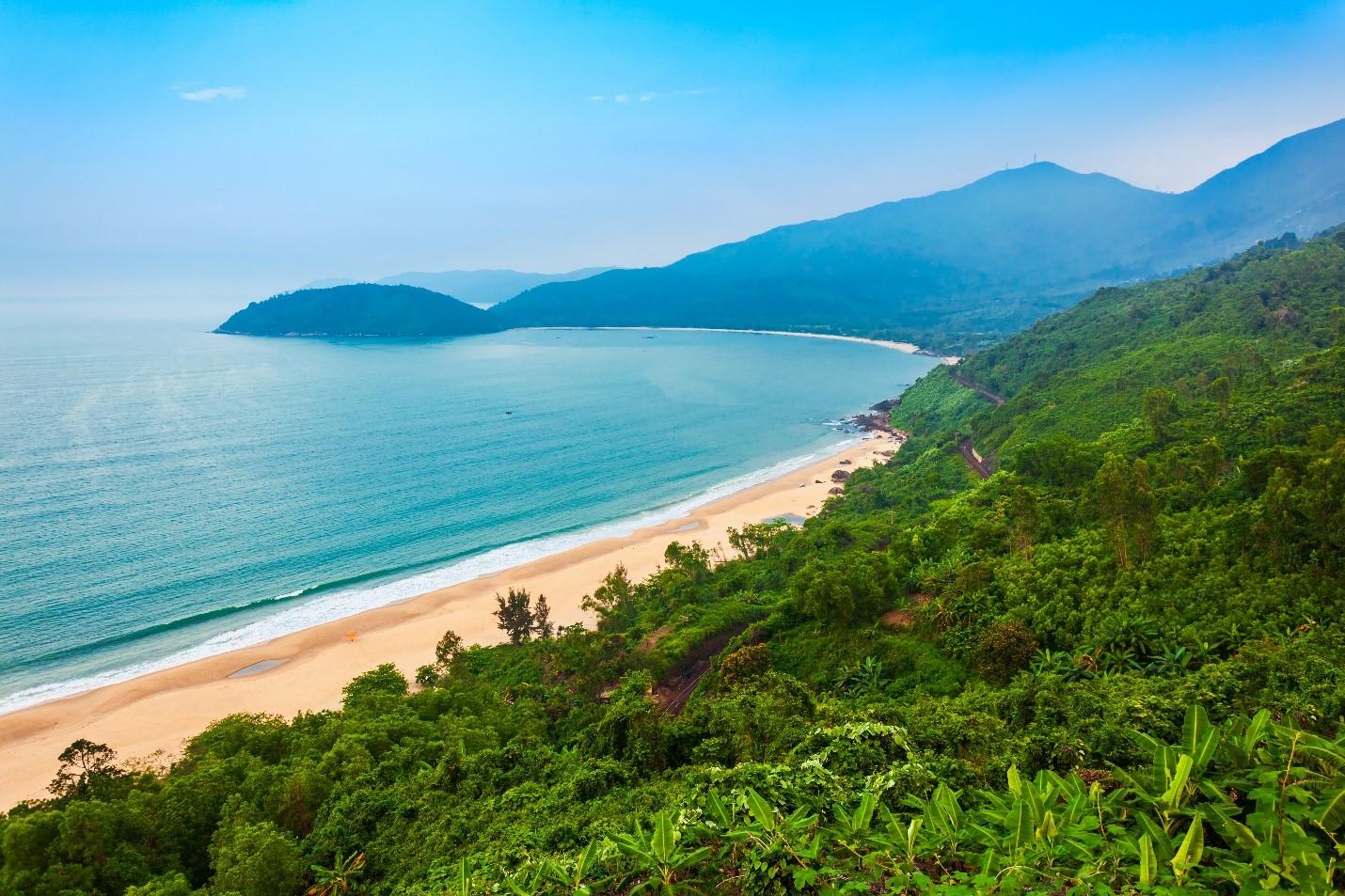 Vẻ đẹp Việt Nam với thiên nhiên trong lành thu hút du khách. Ảnh: Shutterstock.