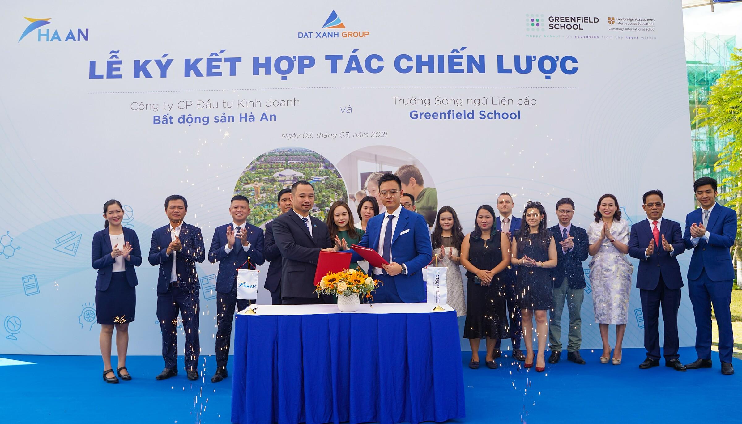Lễ ký kết hợp tác chiến lược giữa chủ đầu tư khu đô thị Gem Sky World 92 ha tại Long Thành và Hệ thống giáo dục Greenfield School sáng ngày 3/3. Ảnh: Hoàng Nam.