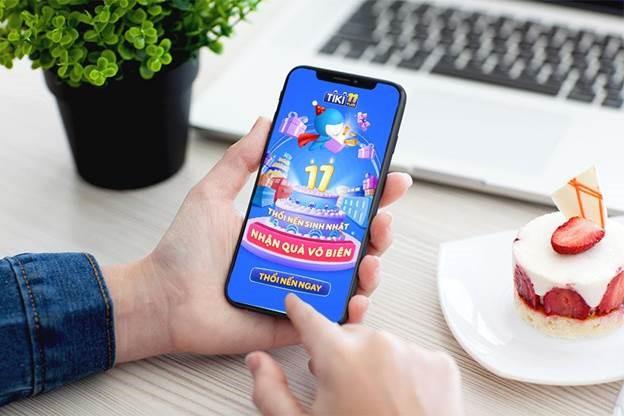 Người tiêu dùng truy cập ứng dụng hoặc website của Tiki để cập nhật liên tục các chương trình ưu đãi, mã giảm giá, coupon, đồng thời đăng ký tham gia các trò chơi để nhận quà giá trị lên đến 8 tỷ đồng. Xem thông tin chi tiết về chương trình, thể lệ tham gia game, cách thức săn ưu đãi trên Tiki tại đây. Ảnh: Tiki.
