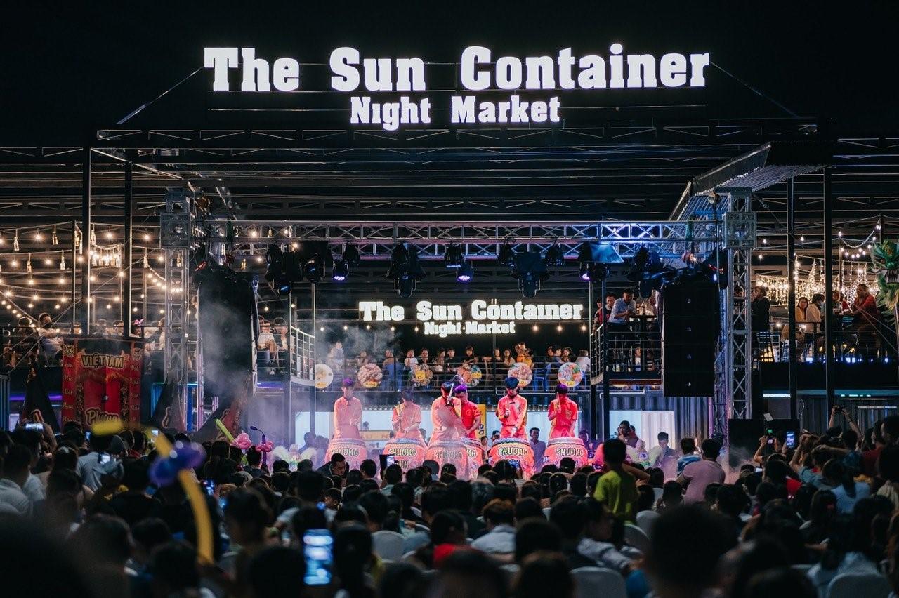 khu giải trí thương mại dịch vụ The Sun Containers Night Market cạnh dự án Sun Casa đang  hoạt đồng, Nguồn ảnh : VSIP