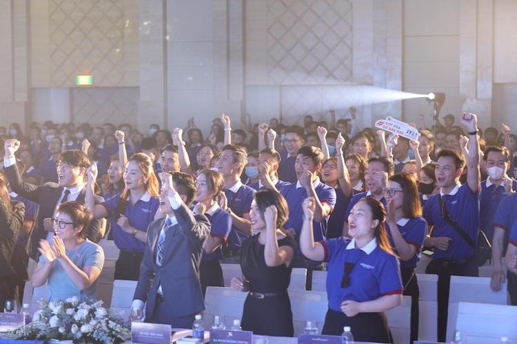 Gần 400 nhân viên môi giới tham gia sự kiện.
