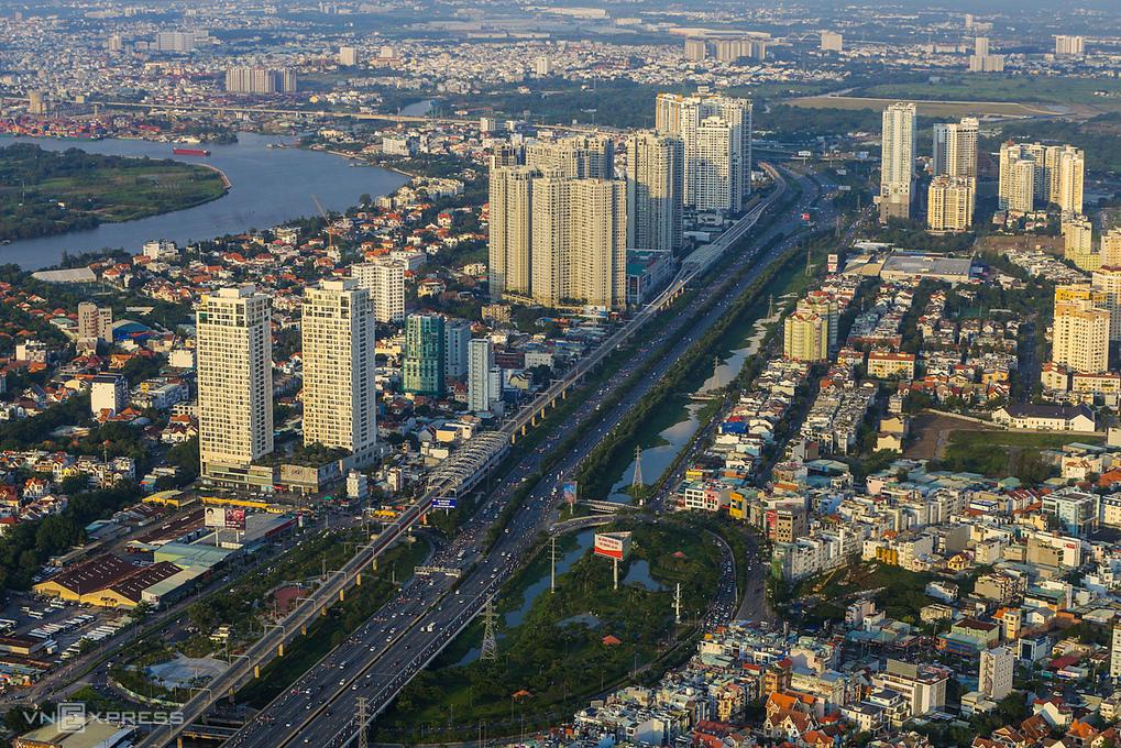 Hình ảnh chung cư cao tầng trở thành một phần không thể thiếu của đô thị hiện đại. Ảnh: Quỳnh Trần.