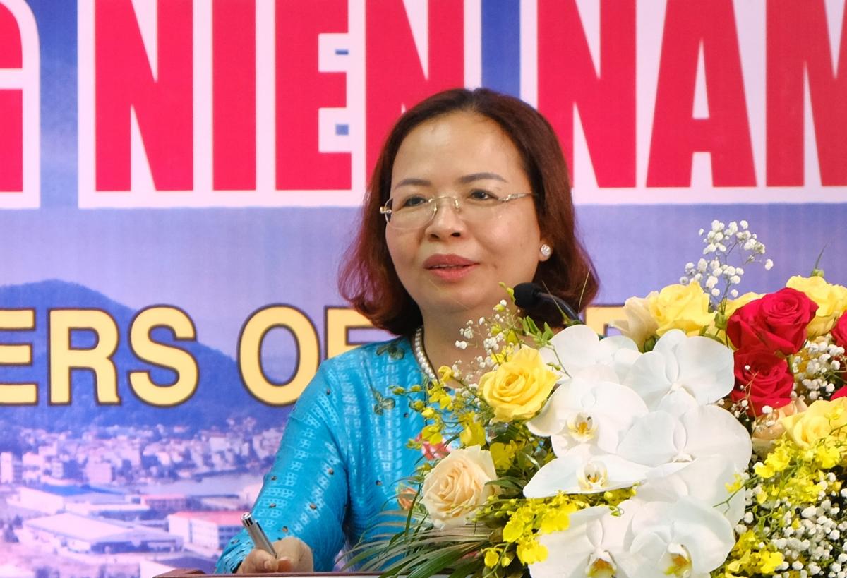 Bà Nguyễn Thị Thu Hương tại phiên họp đại hội đồng cổ đông thường niên 2020. Ảnh: Website Kinh Bắc.