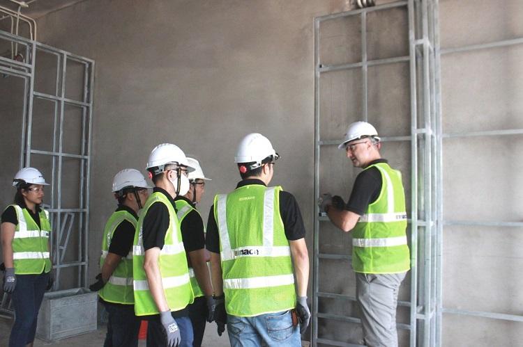 Đội ngũ Mace trao đổi tại dự án InterContinental Residences Halong Bay.