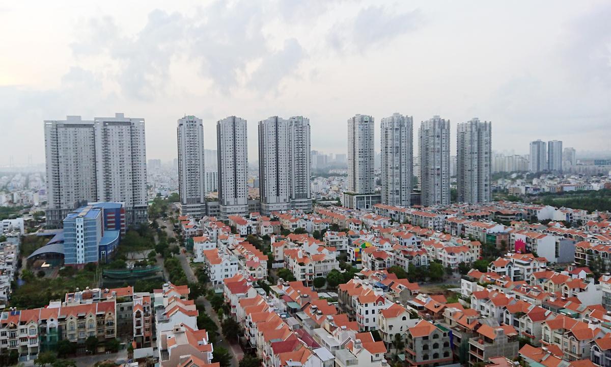 Thị trường nhà phố, biệt thự và căn hộ khu Nam TP HCM. Ảnh: Vũ Lê.