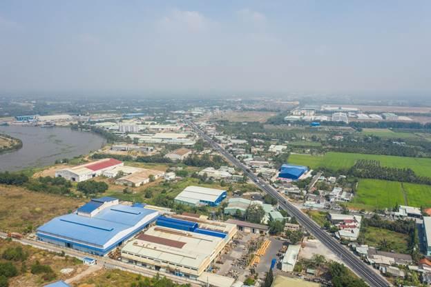 Tuyến đường ĐT 830 vừa hoàn thành nâng cấp mở rộng đoạn qua Bến Lức, Long An. Ảnh: Vũ Phong.