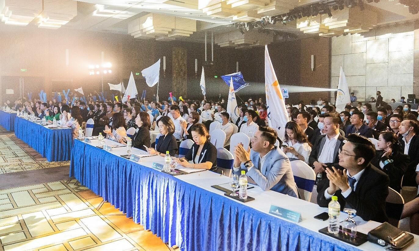 Lễ ra quân kickoff dự án The 6nature Đà Nẵng diễn ra thành công với hơn 600 chuyên viên tư vấn từ ba miền. Ảnh: VLand.