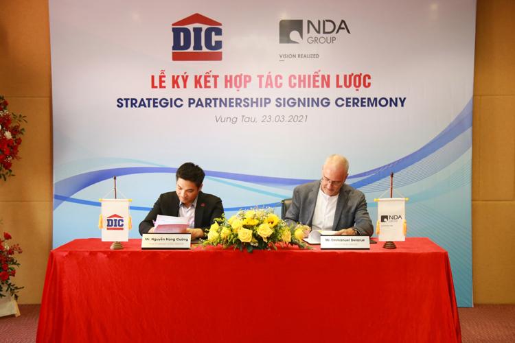 Ông Nguyễn Hùng Cường - Phó chủ tịch HĐQT Tập đoàn DIC (bên trái) và ông Emmanuel Delarue - Tổng giám đốc NDA Group (bên phải) ký kết hợp đồng hợp tác chiến lược.