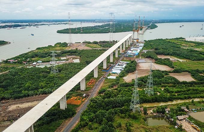 Cao tốc Bến Lức - Long Thành đang xây dựng đoạn qua địa bàn huyện Nhà Bè. Ảnh:Quỳnh Trần.