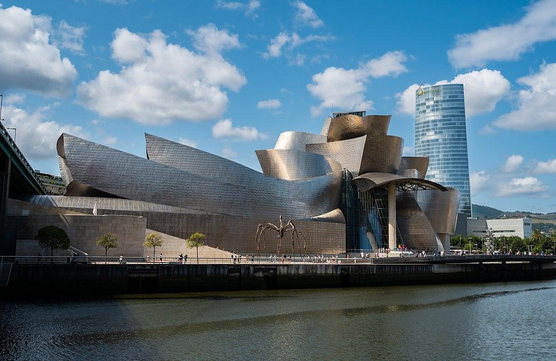 Bảo tàng Guggenheim Bilbao ở Tây Ban Nha. Ảnh: My Art Guides.