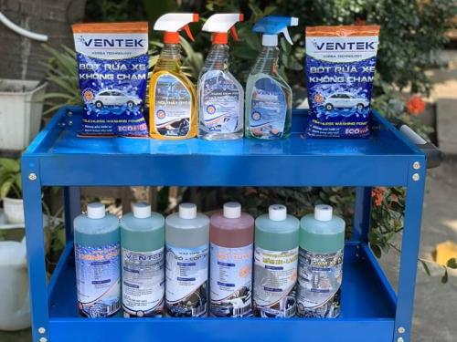 Hóa chất rửa xe chuyên dụng giúp bảo dưỡng các bộ phận của xe.