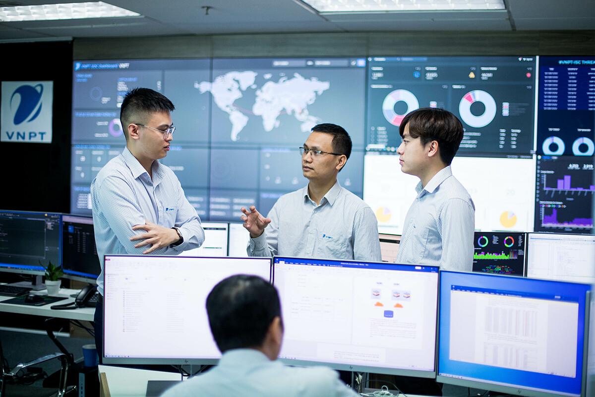 Đội ngũ kỹ sư công nghệ của VNPT tập trung nghiên cứu và phát triển các giải pháp bảo đảm an toàn trên môi trường mạng