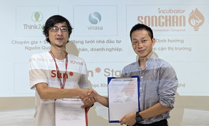 Đại diện Sun* và VINASA trong lễ ký kết.