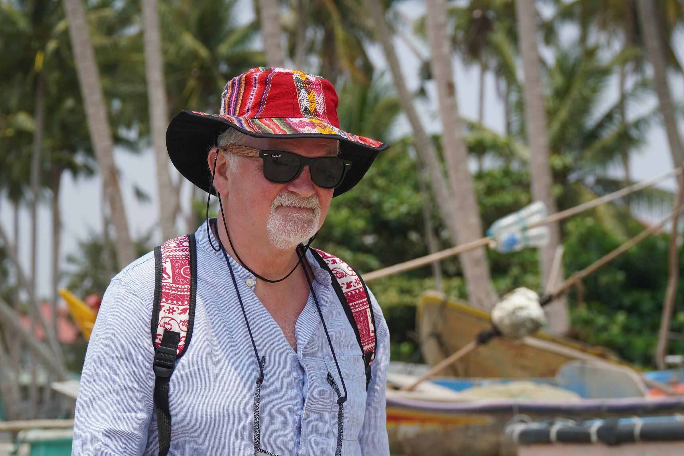 Du khách quốc tế đi bộ trên bãi biển Rạng, Mũi Né, Bình Thuận hồi tháng 3/2020.  Ảnh:Việt Quốc.