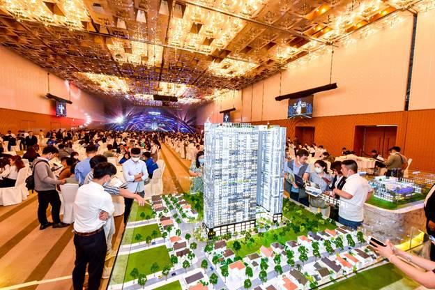 Lễ công bố dự án căn hộ cao cấp Happy One - Central tổ chức từ tháng 1 thu hút đông đảo khách hàng.