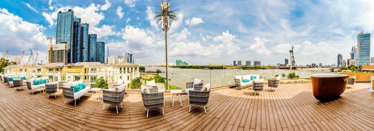 Toàn cảnh sông Sài Gòn và quận 1 từ River Deck, tầng thượng Grand Marina Gallery. Ảnh: Masterise Homes.