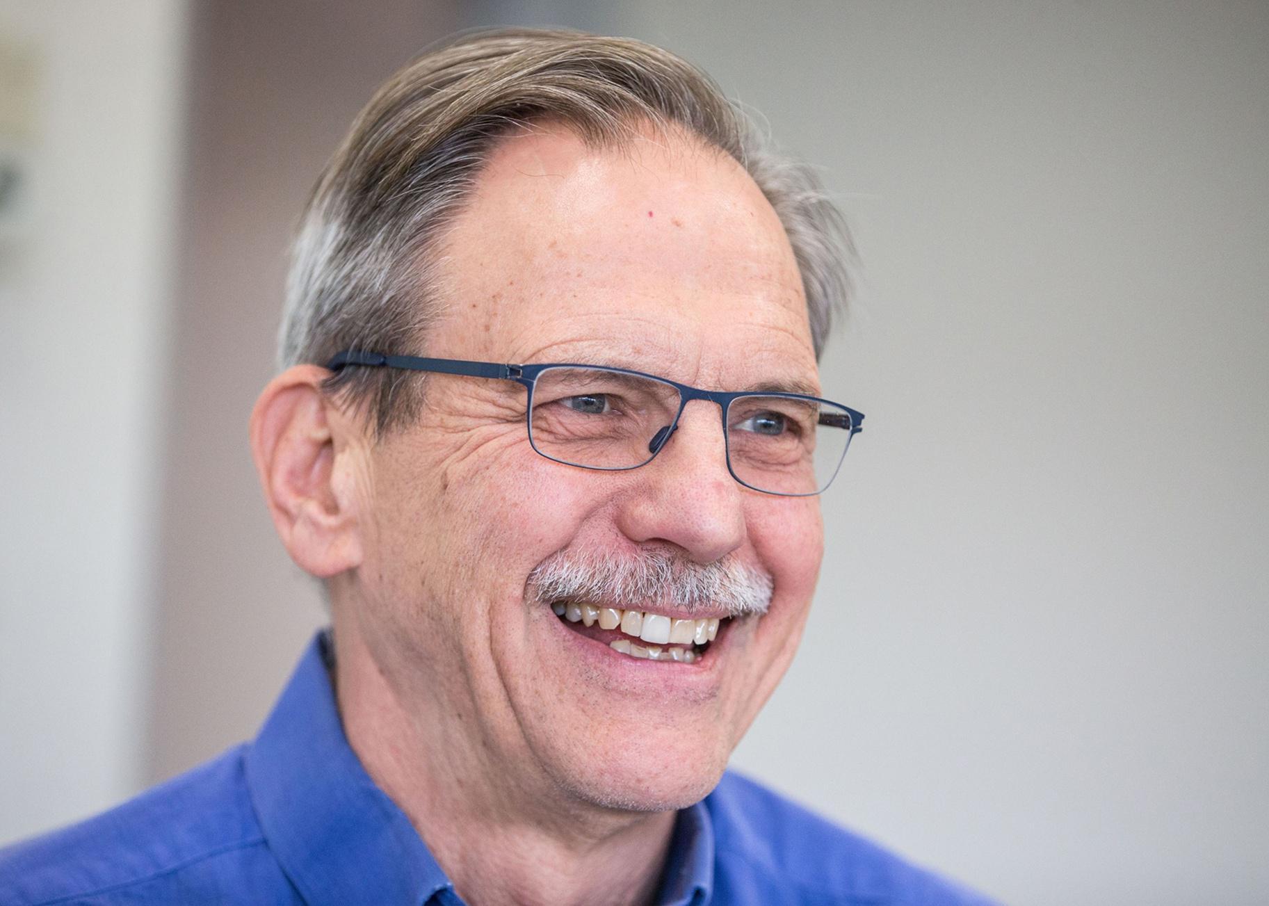 Timothy Springer là giáo sư tại Trường Y Harvard. Ảnh: Bloomberg