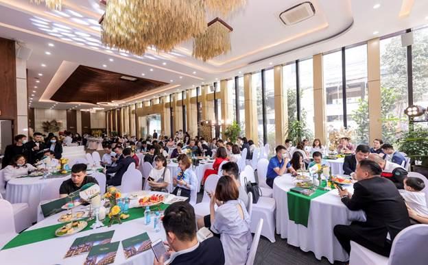 Sự kiện bán hàng tháng 4 thu hút đông đảo khách hàng tham dự