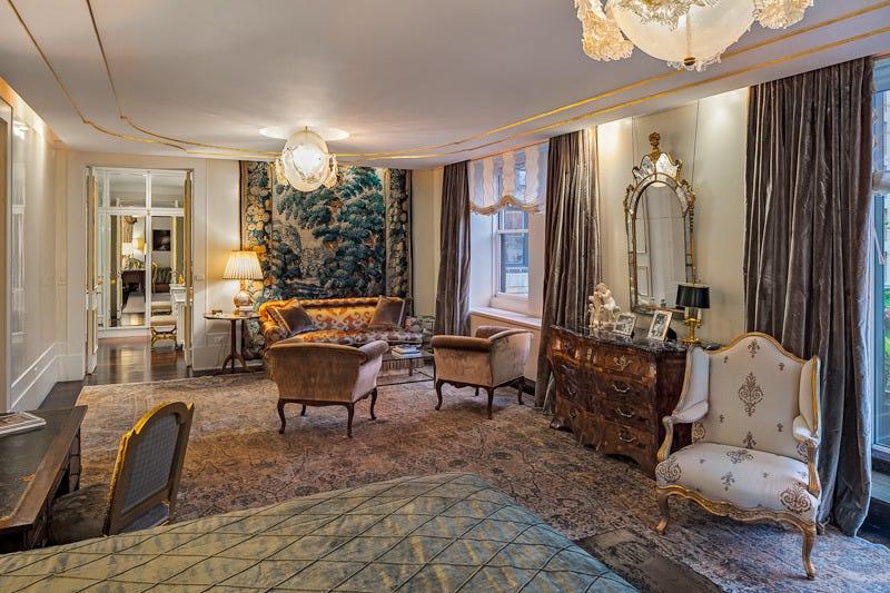 Một góc căn hộ Sherry-Netherland được rao bán với giá 95 triệu USD. Ảnh: Business Insider.