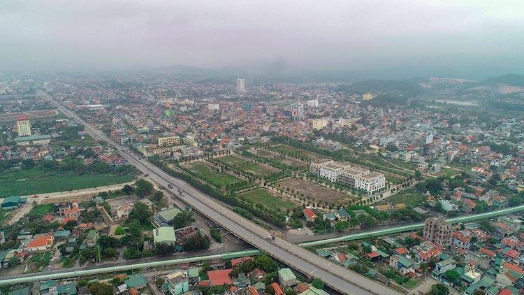 Một góc thành phố Uông Bí. Ảnh: Cần nguồn.