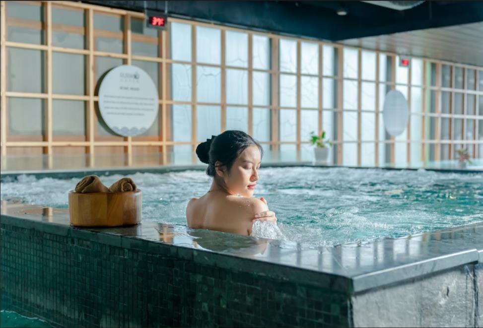 Chữa lành bằng thiên nhiên, thư giãn bằng nước và đá tại khu tắm khoáng Onsen Nhật Bản