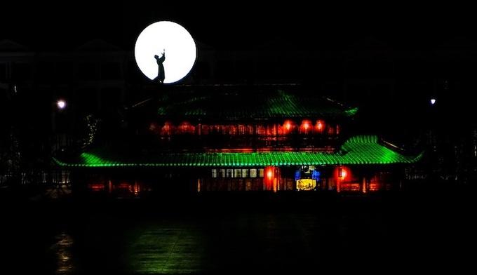 Show thực cảnh cảnh đa phương tiện Tinh hoa Việt Nam tôn vinh văn hóa dân tộc đặc sắc tại Phú Quốc United Center.