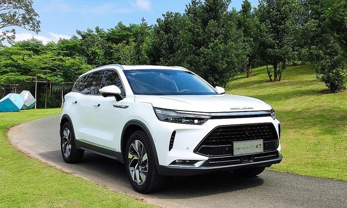 Bejiing X7, được mệnh danh là BMW Trung Quốc, giá từ 530 triệu đồng nhập khẩu từ Trung Quốc lăn bánh tại một sự kiện ở Vĩnh Phúc, tháng 10/2020. Ảnh:Phạm Trung