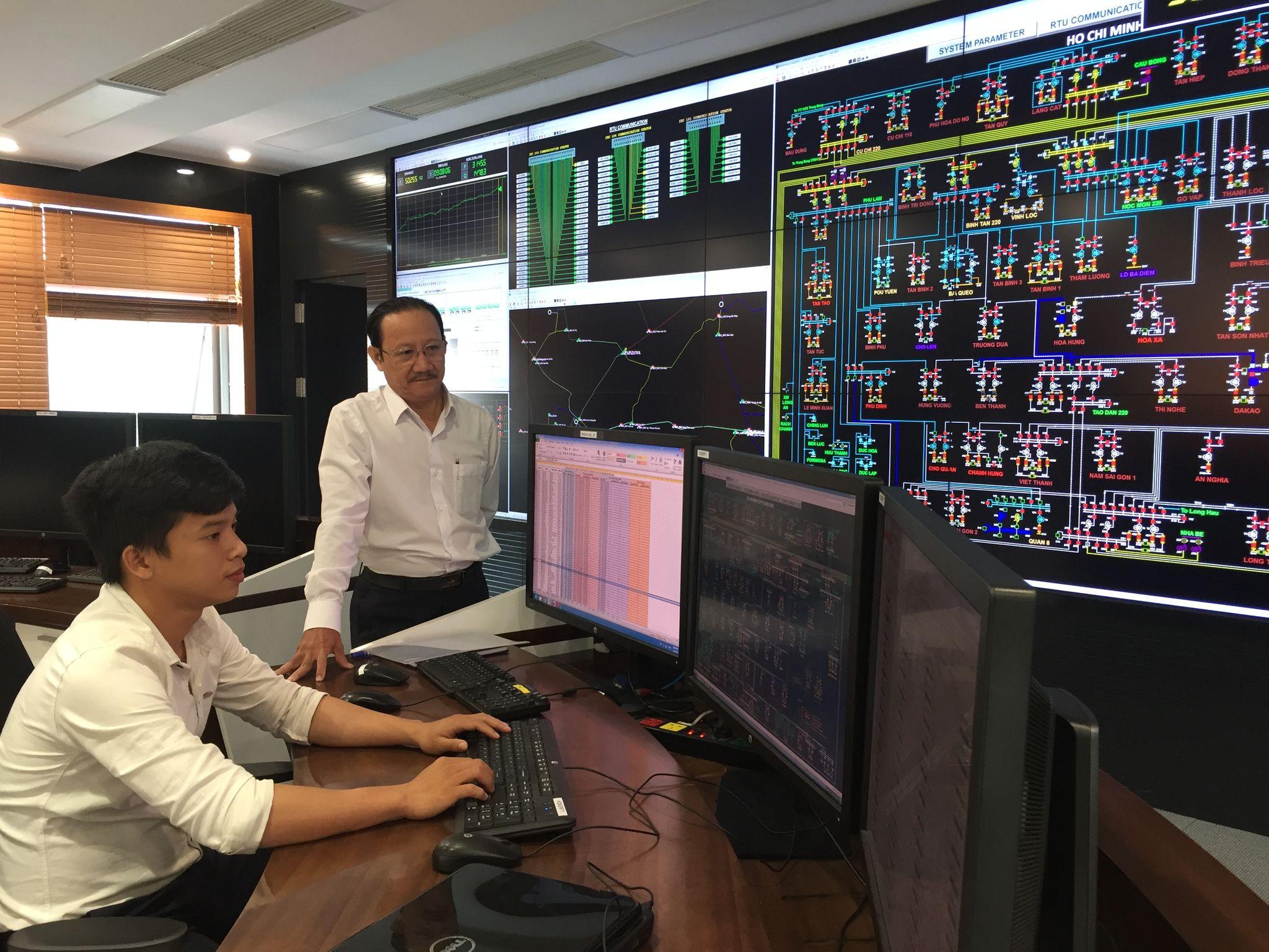 EVNHCMC tăng cường công tác kiểm tra lưới điện nhằm phát hiện kịp thời, không để phát sinh việc vi phạm hành lang bảo vệ an toàn lưới điện cao áp.