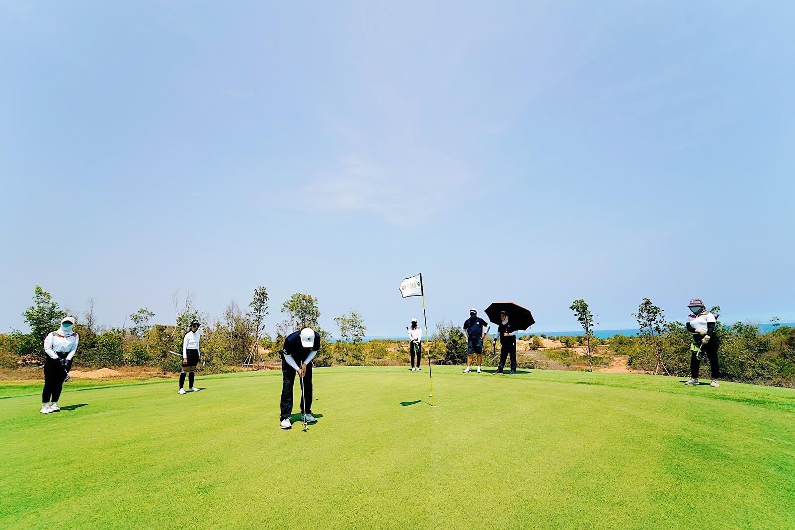 Phan Thiết hội tụ đủ yếu tố để trở thành điểm đến lý tưởng phát triển du lịch golf. Ảnh NovaWorld Friendship 2021 Tournament trên sân Golf PGA Ocean - NovaWorld Phan Thiet ngày 17-18/4.