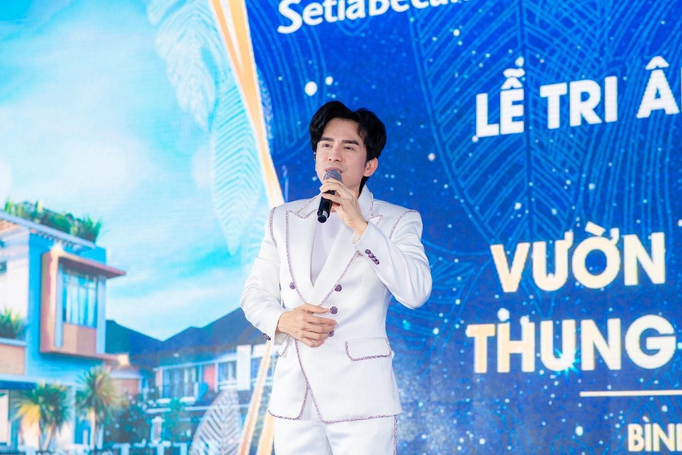 Ca sĩ Đan Trường góp mặt tại sự kiện với những bài hit của mình. Ảnh: SetiaBecamex.