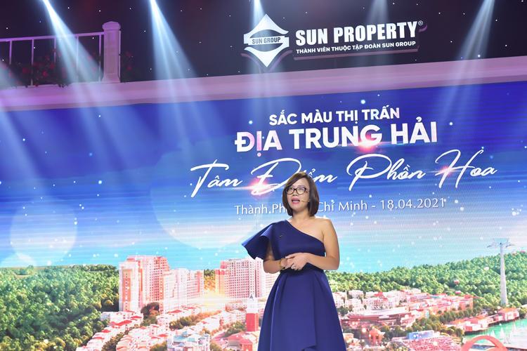 Đại diện chủ đầu tư Sun Group giới thiệu về tính ưu việt của shophouse The Center.