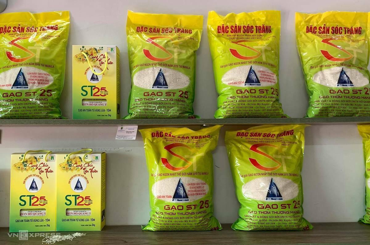 Gạo ST25 được bày bán tại một cửa hàng ở TP HCM. Ảnh: Quỳnh Trần