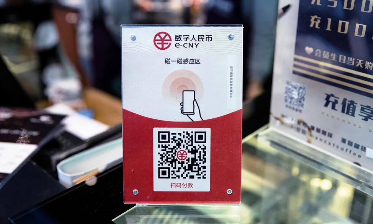 Mã QR để sử dụng e-CNY tại một cửa hàng ở Trung Quốc. Ảnh: NYT