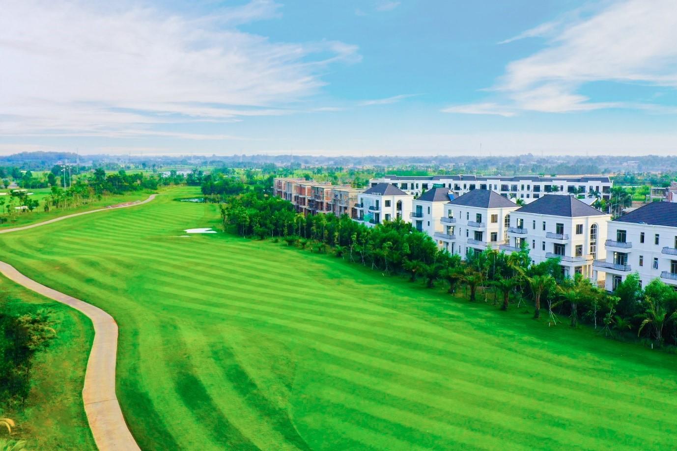 Thị trường bất động sản Long An đón nhu cầu không gian sống đẳng cấp. Ảnh dự án West Lakes Golf & Villas: Tran An Group.