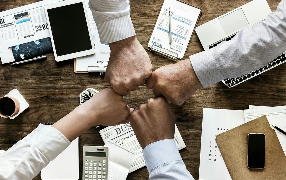 Xây dựng niềm tin xoay quanh việc bồi dưỡng: năng lực, tính rộng lượng và sự chính trực. Ảnh: Pixabay.