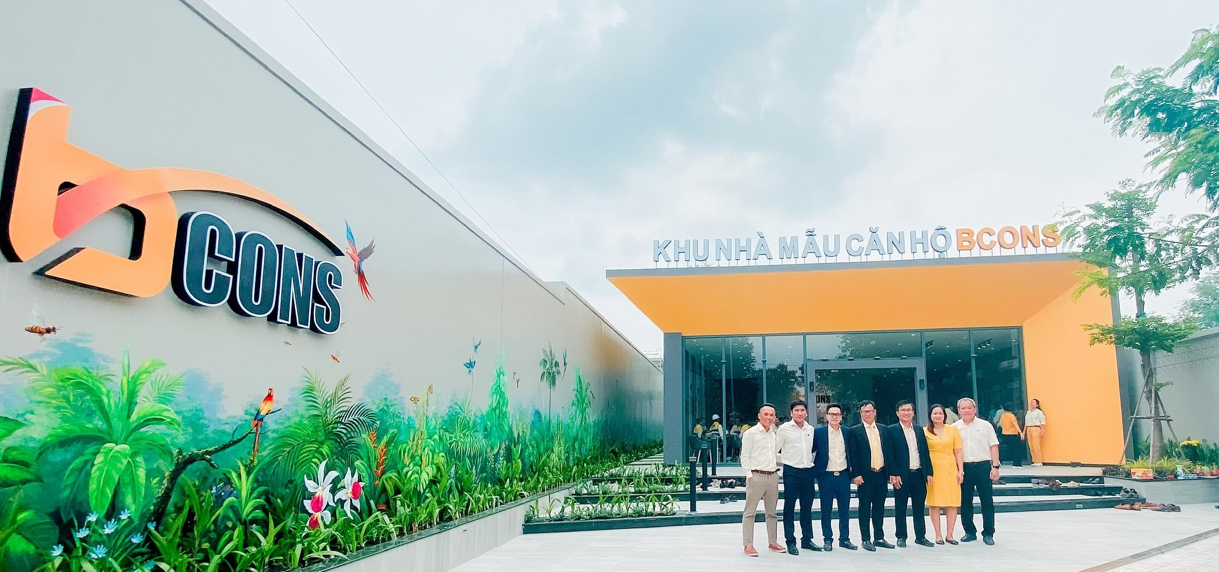 Cuối tháng 4/2021, Tập đoàn Bcons đã mở cửa khu căn hộ mẫu Bcons Sala đón khách tham quan. Nhà mẫu nằm đối diện dự án, ngay mặt tiền đường Phan Bội Châu thuộc khu phố Đông Tân, phường Dĩ An, TP Dĩ An, tỉnh Bình Dương.