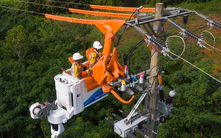 EVN cho biết đã vận hành an toàn, ổn định hệ thống lưới điện truyền tải và phân phối điện trong kỳ nghỉ lễ.
