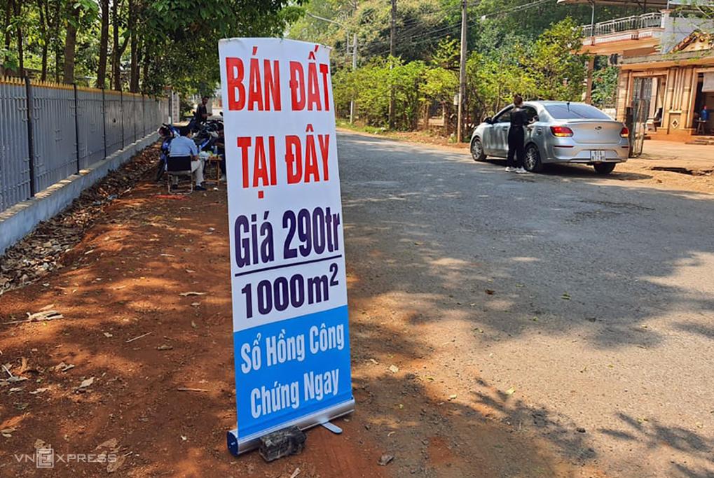 Khu vực xã An Khương, Bình Phước nhiều nơi vẫn rao bán đất giữa cơn sốt hồi cuối tháng 2/2021. Ảnh: Phước Tuấn.
