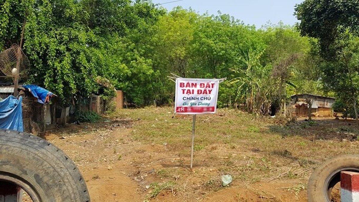 Một mảnh đất mặt tiền đường liên xã Tân Lợi - An Khương, huyện Hớn Quản rao bán trong cơn sốt đất cuối tháng 2. Ảnh:Phước Tuấn.