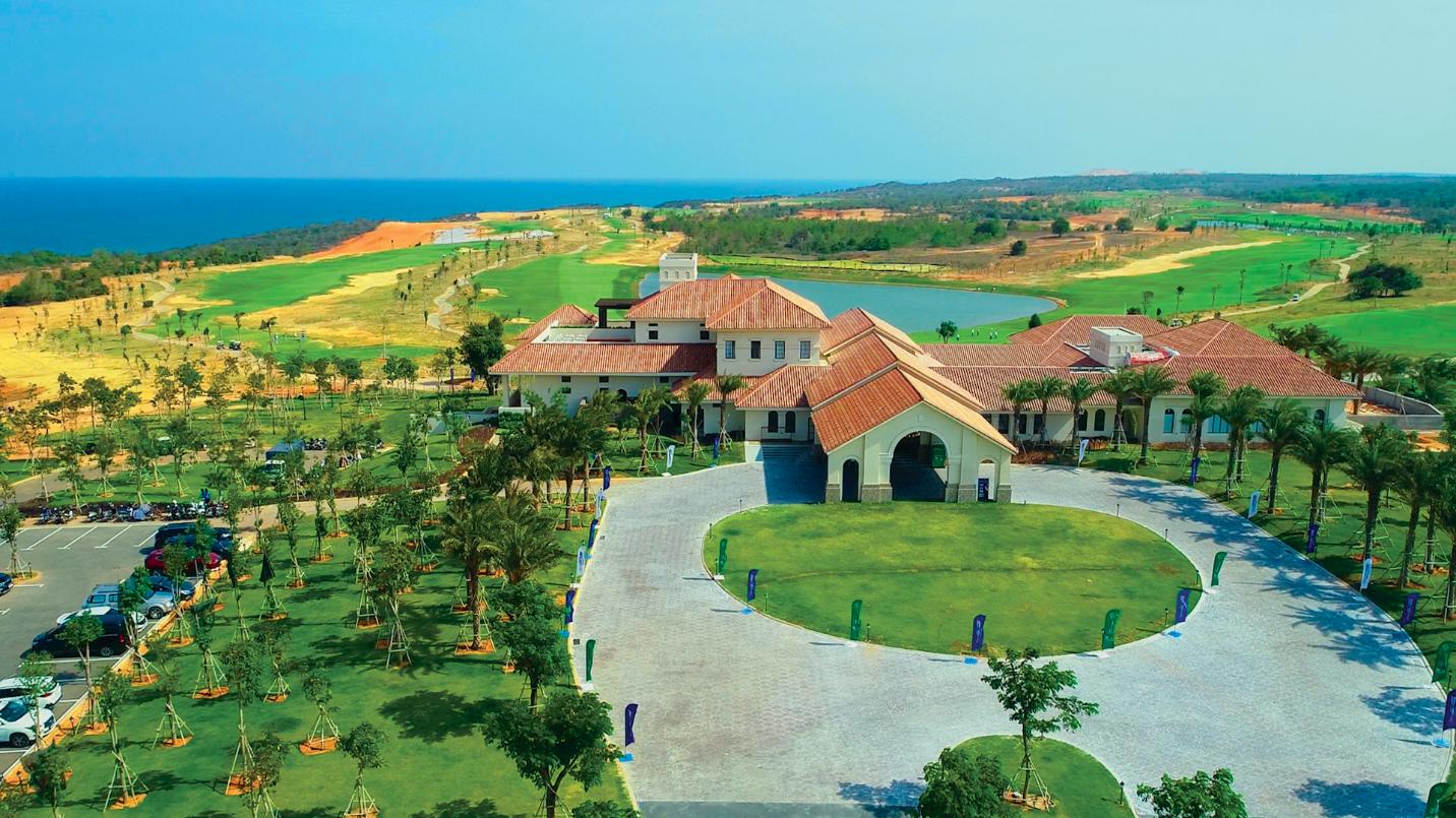 Sân golf PGA Ocean với tầm nhìn toàn cảnh Vịnh Phan Thiet tại NovaWorld Phan Thiet đã vận hành trong tháng 4/2021.