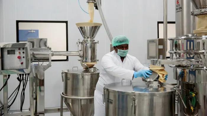 Bên trong một nhà máy sản xuất dược phẩm tại Ấn Độ. Ảnh: Bloomberg.