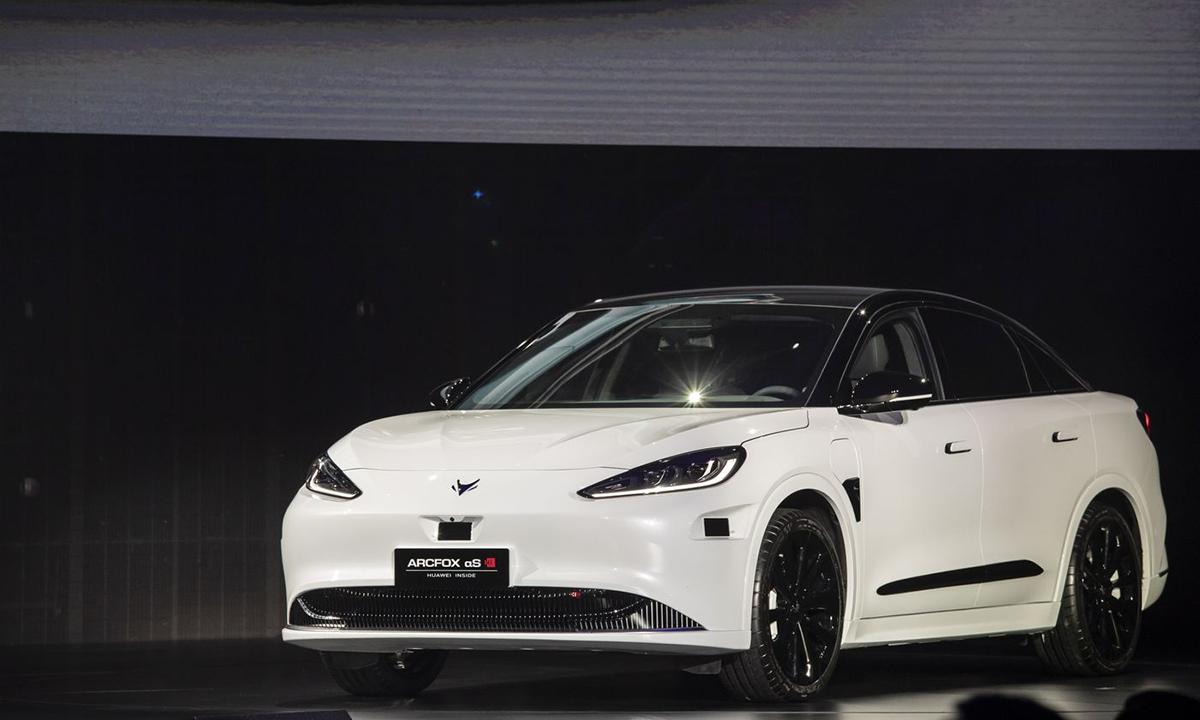 Mẫu xe điện đầu tiên của Huawei, Arcfox Alpha-S. Ảnh: Bloomberg