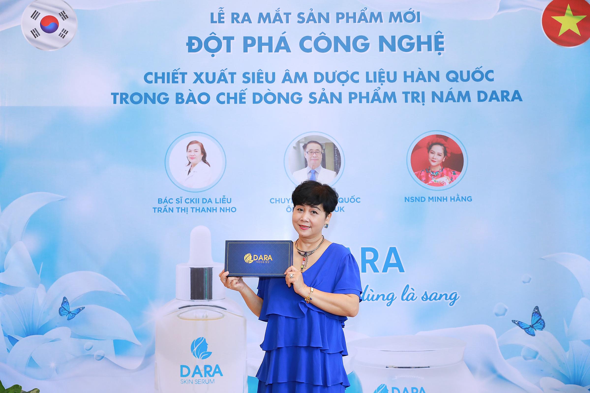 NSND Minh Hằng tham dự lễ ra mắt sản phẩm.