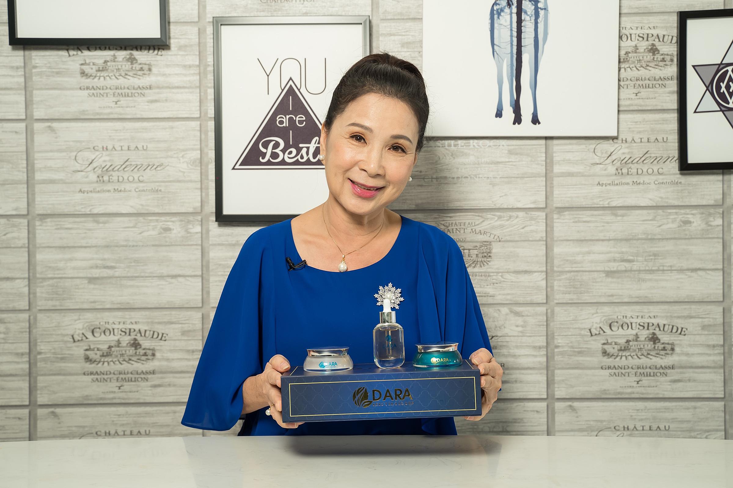 NSND Kim Xuân dành lời khen ngợi cho bộ ba sản phẩm mới của Dara.