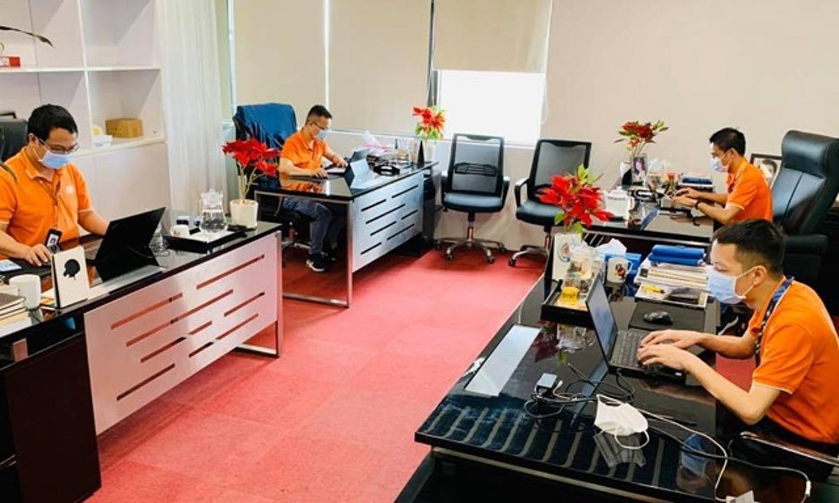 Một phòng làm việc tại FPT Software mùa dịch năm 2020. Ảnh: Thủy Minh.