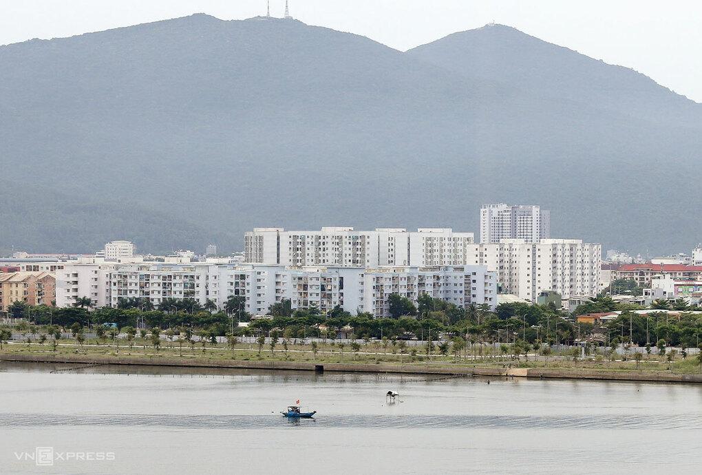 Thị trường bất động sản Đà Nẵng ghi nhận sụt giảm mức độ quan tâm trên các chợ trực tuyến vì nằm trong nhóm địa phương có ca nhiễm khi đợt dịch mới bùng phát trở lại. Ảnh: Nguyễn Đông.